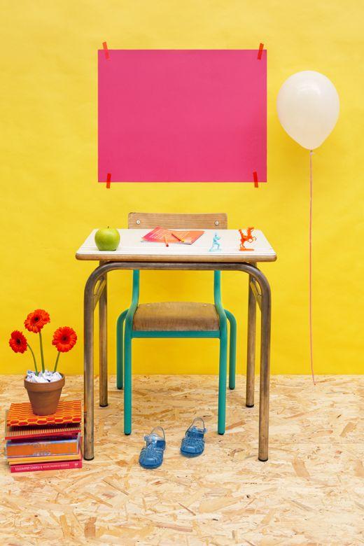 Z comme Zéro, stylisme photo, la rentrée des classes en jaune et rose, bureau vintage par Les Trafiquantes