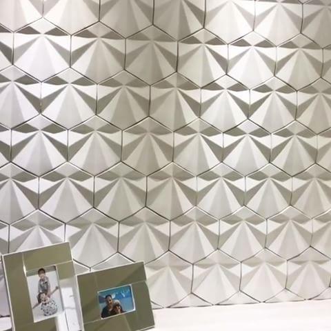 Revestimento Solis, projeto maravilhoso de @lilianealmeidaarquiteta 😍 #revestimento #cimenticio #concreto #interiordesign #instadecor #interiores #design #decor #maski #luxo #projetoTOP #parede #walldecor #wall #painel #sala #inspiracao #homedecor #homedesign #ambiente #suvinil #maskirevestimentos #solis #designlovers #designpatenteado