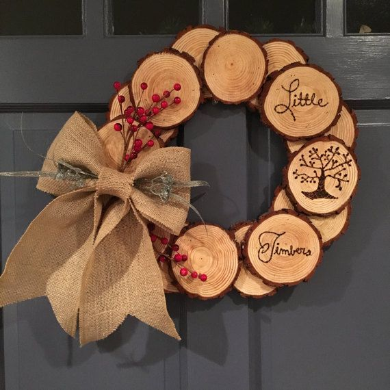 Wood log wreath. Wood slice burned wood wreath