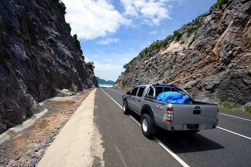 Jalanan di Bahama? Ternyata jalan yang terbuat dari beton ini merupakan jalan menuju Pantai Meulaboh di Aceh.