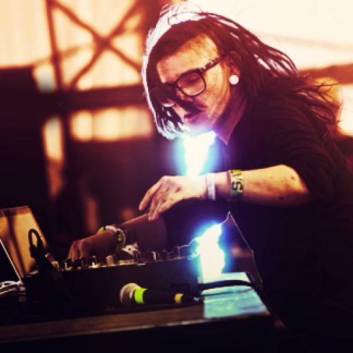 Discover, share & listen to Skrillex on http://LetsLoop.com #Glastonbury