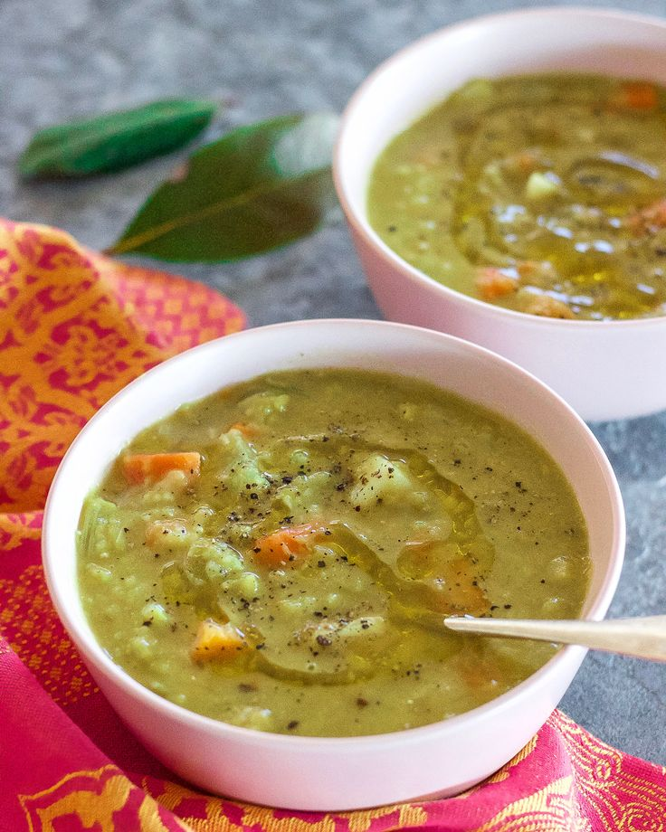 Many of you commented on the Vegan Green Pea Soup I posted a few weeks ago and I totally understood why so many of you wanted the recipe. Green Split Peas are
