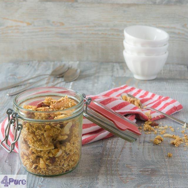 healthy granola with quinoa and goji berries, a delicious breakfast recipe