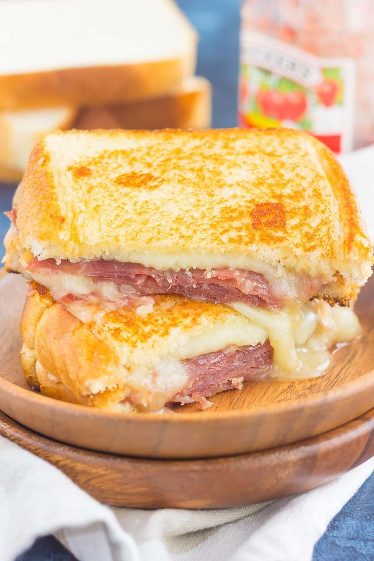 Prosciutto, Raspberry and Brie Grilled Cheese | This Prosciutto, Raspberry and Brie Grilled Cheese is loaded with fresh slices of prosciutto, raspberry jam, brie and mozzarella cheeses