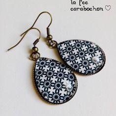 Boucles d'oreilles gouttes* géométrie* étoiles stylisées, style retro vintage noir blanc, cabochon verre