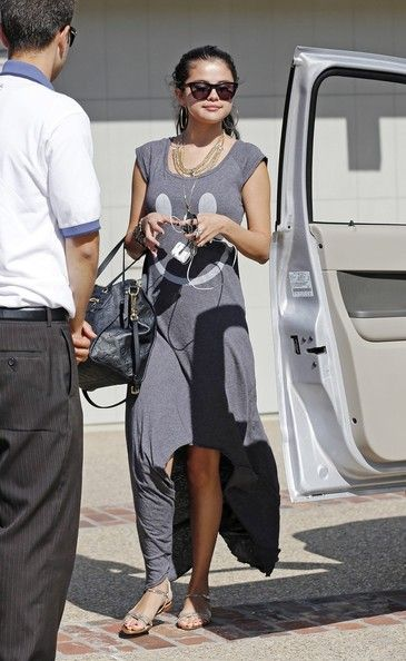 Selena Gomez Flat Sandals - Selena Gomez arrived for a beach party in Malibu wearing a pair of strappy silver sandals with her adorable smiley face dress.