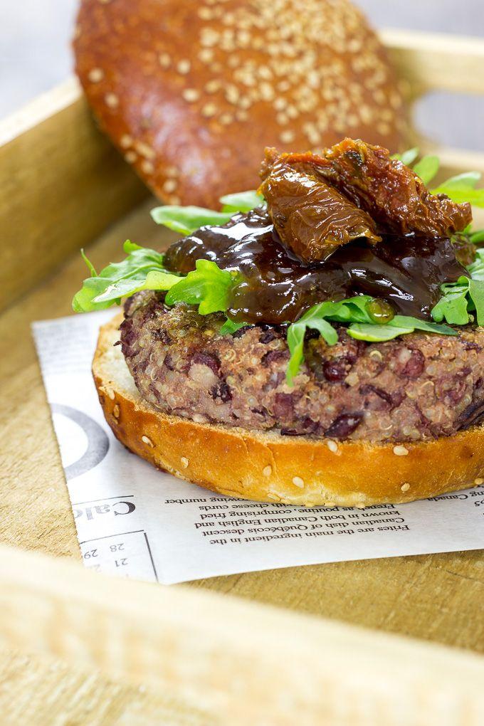 HAMBURGUESA VEGANA | Con esta hamburguesa de azukis y quinoa no echarás de menos la carne. Está deliciosa y repleta de proteína vegetal de calidad.