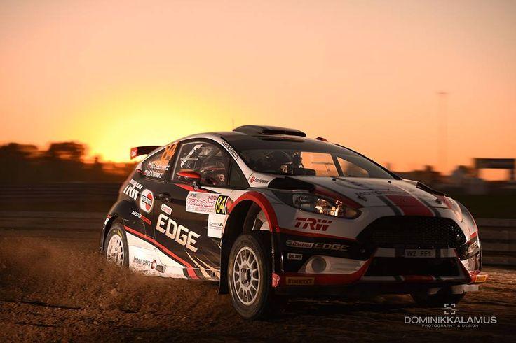 Fiesta R5 Motointegrator Team w promieniach zachodzącego słońca :)