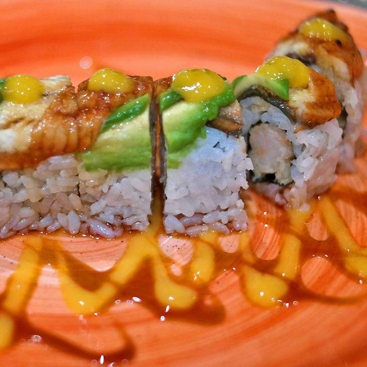 Идея суши и роллов Nikkei заключается в том чтобы взять за основу классические японские вкусы но выйти далеко за пределы японской сдержанности. Так сделали японские эмигранты в Перу.  Креветка темпура угорь манго унаги соус трюфельная сальса соус васаби-халапеньо.  #sushi #foodlover #seafood #nomnomnom #foodblogger #foodies #foodgram #foodblog #getinmybelly #foodlovers #fooddiary #foodisfuel #igfood #foodshare #foodstyling #foodphoto #foodoftheday #foodspotting #noms #yummyfood #sushitime…