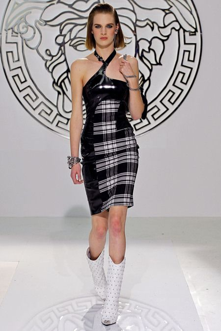 Versace RTW Fall 2013. plaid. assymetry. gogo boots. black and white. #fall2013 #milan #Versace