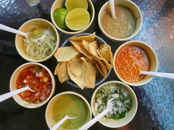 "Tons of Salsas.   Variedad de salsas mexicanas para ""tacos"""