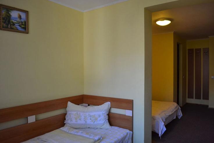 Camera tripla cu un pat dublu matrimonial si un pat single