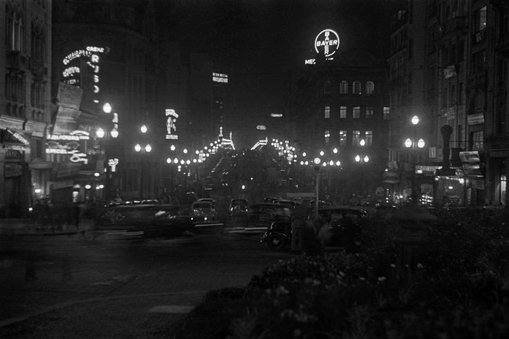 Avenida São João nas proximidades do Vale do Anhangabaú, São Paulo – década de 40.