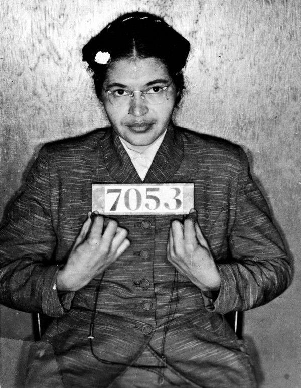 När Rosa Parks 1955 vägrade ge sin sittplats på bussen till en vit man blev det stor uppståndelse. Händelsen ledde till bussbojkotten i Montgomery, som brukar ses som starten för den moderna amerikanska medborgarrättsrörelsen.