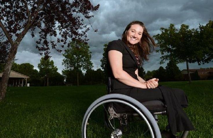 Кристен Джейн Андерсон в старших классах пережила несколько трагедий, после чего попыталась покончить жизнь самоубийством. Ей отрезало поездом ноги. И она смогла преодолеть себя, пережить трагедию, и теперь она проводит большое количество времени, разговаривая с людьми в трудной ситуации. История К