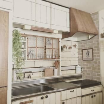 レンガ風のリメイクシートを使えばキッチンがこんなおしゃれに!今回は、『リメイクシート』を使った素敵なインテリア実例とアイデアをご紹介します。
