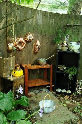 Mud Pie Kitchen (I love this! We made mud pies on/in an antique cast iron stove a my Aunt Mary & Uncle Blue's. Great memories.)