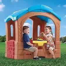 PICNIC COTTAGE - Fun styling will compliment any backyard