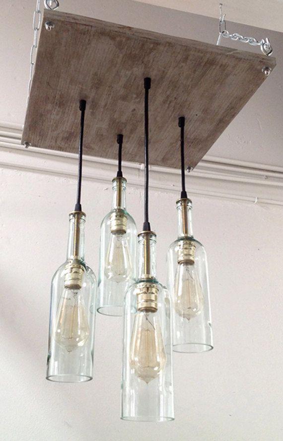 He encontrado este interesante anuncio de Etsy en https://www.etsy.com/es/listing/162538528/recycled-wine-bottle-chandelier