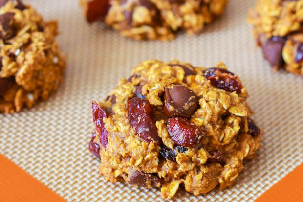 The ultimate fall cookie: Healthy pumpkin chocolate chip oatmeal cookies. No butter or oil, only 1/2 c. of sugar