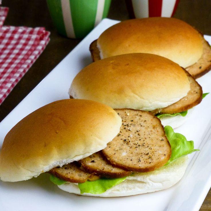 Dinerbroodjes met kipgehakt en zelfgemaakte mayonaise. Lekker bij je high tea in plaats een klassieke sandwich!