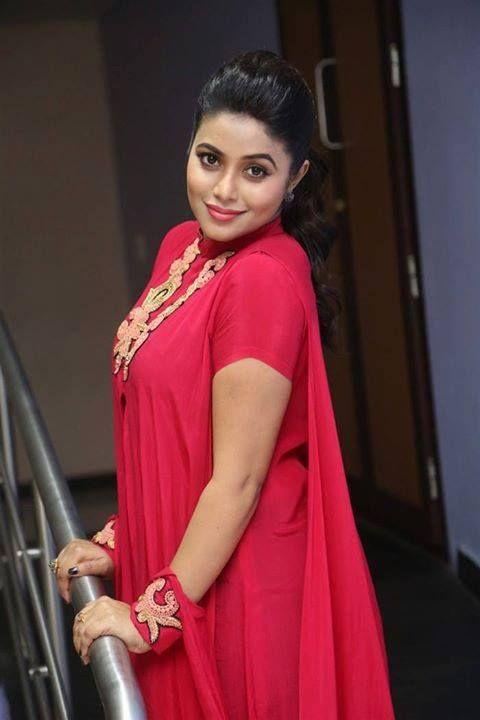Shamna Kasim (Poorna)