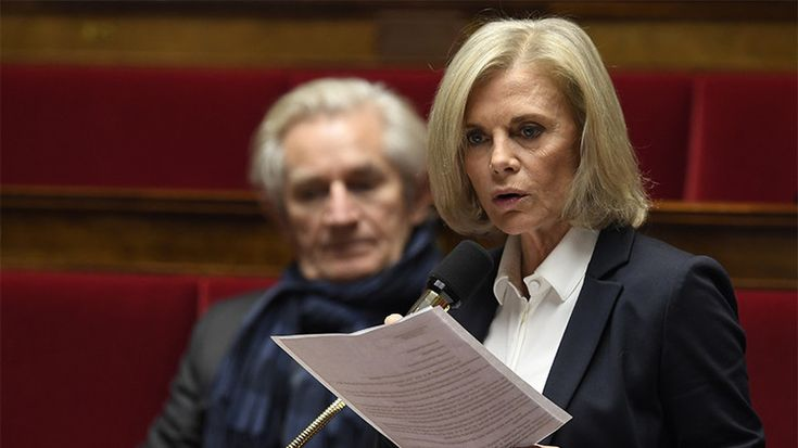 Elisabeth Guigou voilée dans une mosquée, Marine Le Pen condamne (PHOTO)  QUE FAIT CETTE PERSONNE ELLE NE PREND PAS SA RETRAITE ?