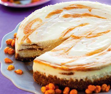 Cheesecake i ugn med havtorn är ljuvligt gott som efterrätt. Den havtornsripplade cheesecaken gör du av en botten av digestive och en fyllning med färskost, som till exempel philadelphia och kesella. Garnera härligheten med havtornsbär.