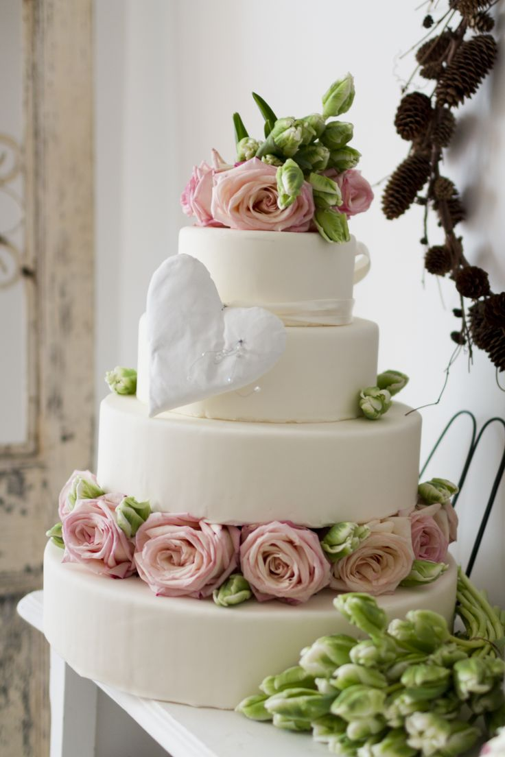 Wedding cake by Grace Couture Cakes www.gracecc.ro