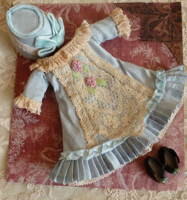 Antique style mignonette doll silk dress,hat and leather shoes 150.