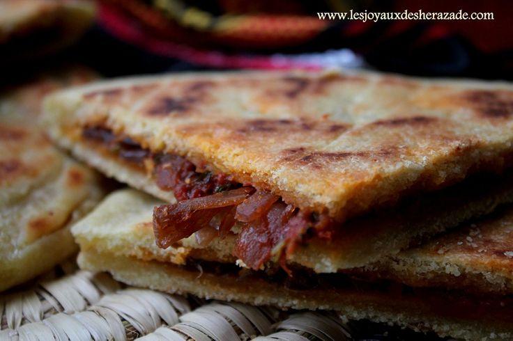 Galette kabyle recette de kesra farcie recipe cuisine for Recette kabyle tikourbabine