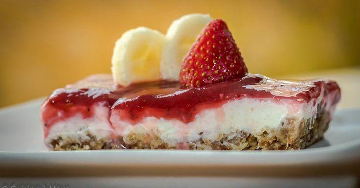Taart als ontbijt decadent?  Lees dan dit receptje maar eens! We gaan enkele dagdagelijkse ontbijtingrediënten (yoghurt, fruit) verwerken tot een heerlijk gezond taartje dat zelfs als vieruurtje of als dessert hoge ogen zal gooien!