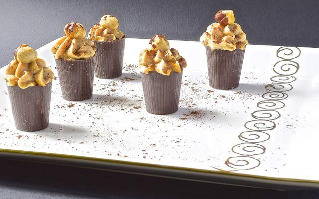 Piccoli #fingerfood dolci da servire a fine cena: bicchierini di #cioccolato con #mousse al caffè. Golosi ma leggeri!