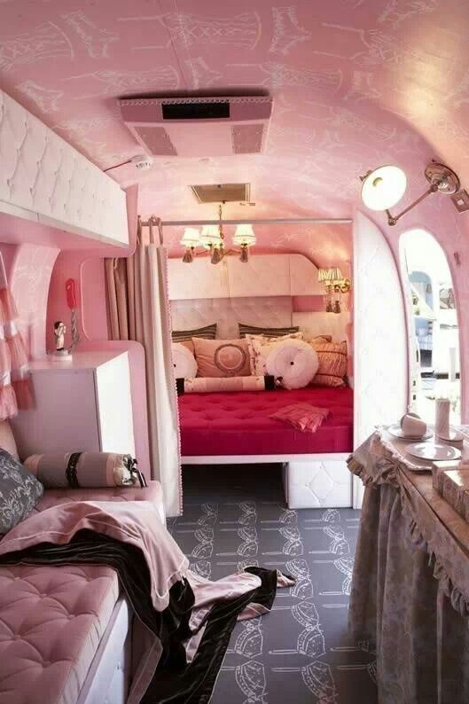Oh my, that's awesome!! I've always wanted take to live the RV thing. Maybe someday.... --Pia (Glamping)