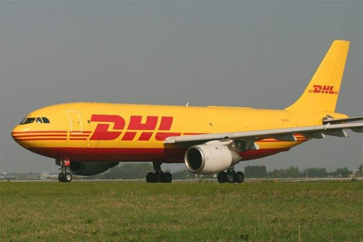 Boeing تستهل معرض فارنبورو بطلبية من Dhl بقيمة 4 7 مليار دولار ذكرت Boeing أنها فازت بطلبية لشراء 14 طائرة شحن بقي Riga Airport Aviation News Cargo Carriers
