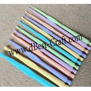 Jarum Hakpen Plastik Crochet Set 12pcs http://www.dbest-craft.com/hakpen/333-jarum-hakpen-plastik-crochet-set-12pcs.html