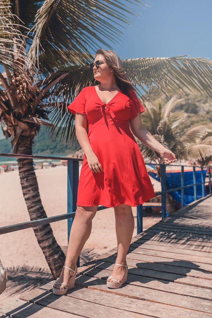 Vestido plus size gode vermelho, com detalhe de amarração na frente. Fechamento com zíper trase… | Vestidos plus size, Plus size feminino, Estilo feminino plus size