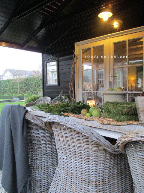 December styling     De tuintafel(s) en de veranda in kerstssfeer gestyled voor een fotoshoot (2016 ). Kransen opgehangen, bakken en ...