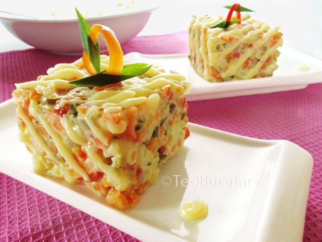 Salata de boeuf este o salata obisnuita, nelipsita de pe mesele romanilor la zi de sarbatoare, ea facandu-se, probabil in aproape fiecare casa. Poate de aceea are si o multime de variante: cu carne de vita (reteta originala de unde i se trage si denumirea), pui, curcan, cu telina, cu …