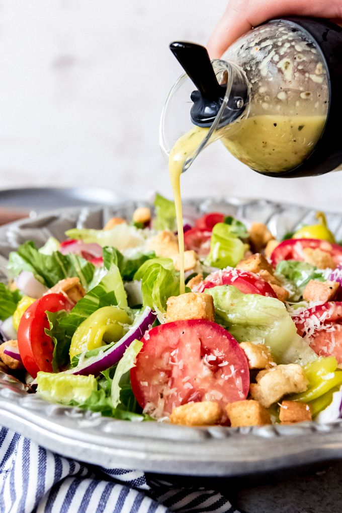 People Are Obsessed With This Copycat Olive Garden Salad Dressing Recipe And It S Easy To Olive Garden Salad Dressing Lettuce Salad Recipes Garden Salad Recipe