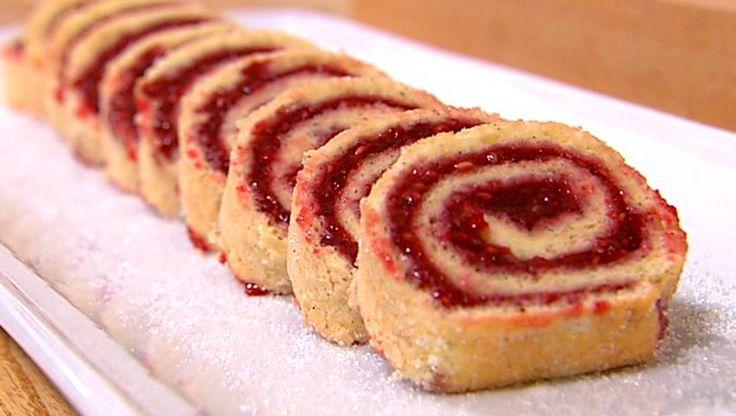 Hindbærroulade er en fantastisk, dansk kage-klassiker. Den er nem at bage og er et hit hos både børn og voksne. Her får du Mette Blomsterbergs opskrift.