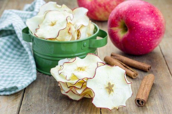 Фруктовые чипсы из яблок – полезный перекус во время поста. Ингредиенты: яблоки —5 шт. сахар —80 г вода —1 стакан лимонная кислота —1/4 ч.л. Сложность: Средняя. …