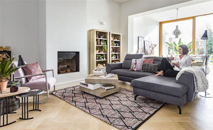 Bank Valras met opbergbox in de longchair en optionele bedfunctie, draaibare salontafel en boekenkast Multiplus - Henders & Hazel