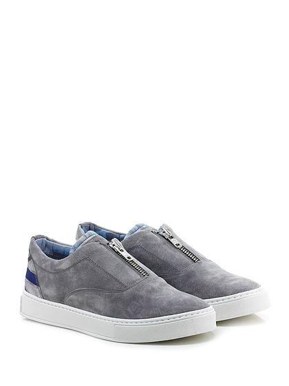 JOHN RICHMOND - Sneakers - Uomo - Sneaker in camoscio con zip frontale e lavorazione english flag su retro. Suola in gomma, tacco 30. - GREY - € 210.00