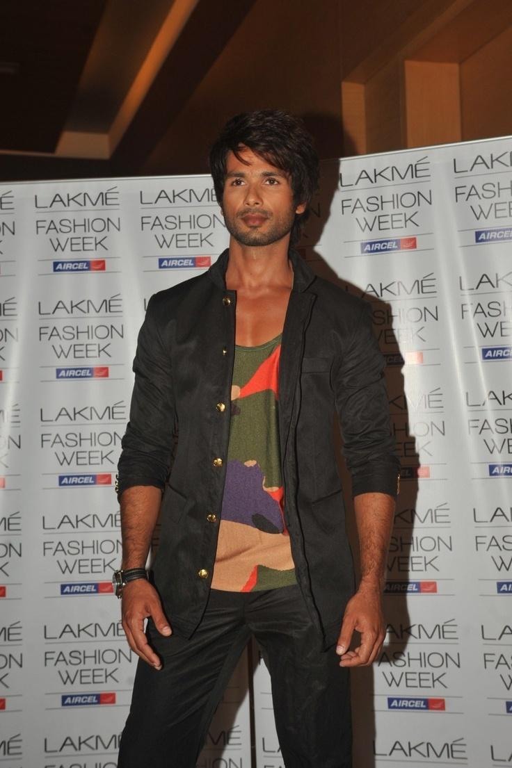 Shahid Kapoor at Day 2 of Lakme Fashion Week 2013.