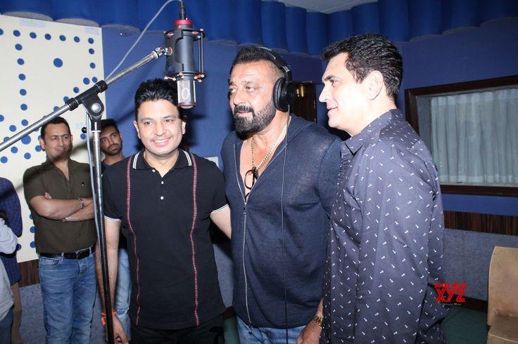 "Mumbai: Sanjay Dutt during the record Ganesh Aarti for film ""Bhoomi"" - Social News XYZ"