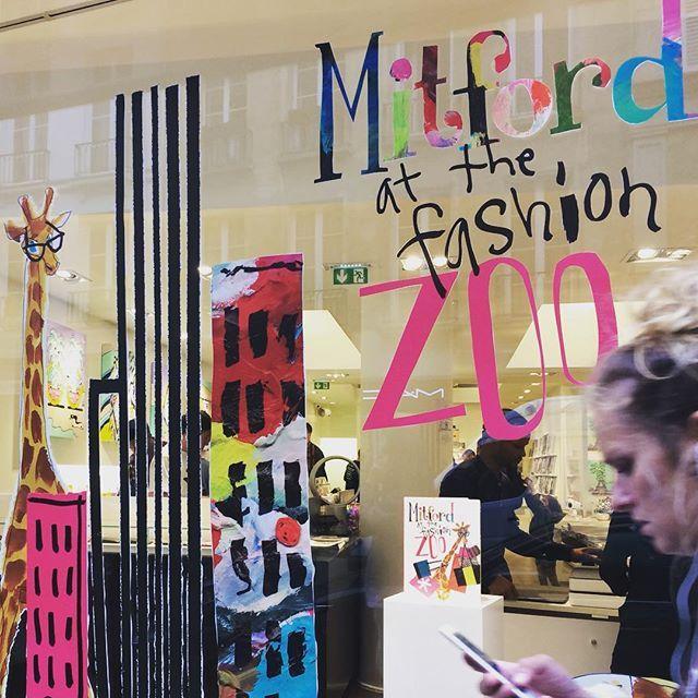 Mitford @ the fashion zoo! Colette conceptstore Paris #windowshopping #ilove #paris #trixigronau #myhomecouture #fashion #fashionshow #whoisnext #colours #colourblocking #follow4follow #picoftheday #zoo #colletteparis #conceptstore #unique #instagramers #20likes #instamood #fashionista #pretty #hot