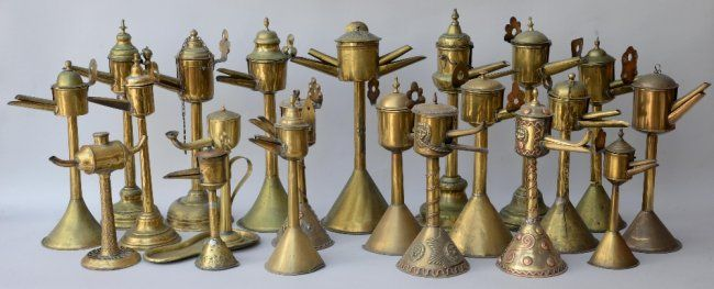 Collection of thirty brass and copper decorated oi : Lot 279