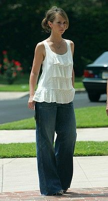 Not as curvy as me but I like this outfit. Petite (157cm) and Pear Shaped Jennifer Love-Hewitt/celebutopia