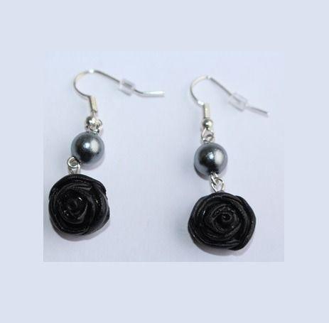 Boucles d'oreille rose noire, crochets argentés : Boucles d'oreille par ludifimo